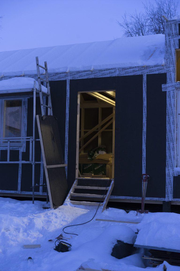 Innafor og utafor huset. Foto: Rikke Løe Hovdal.